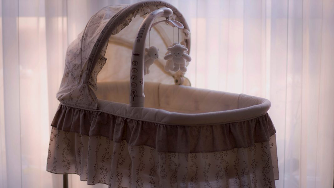Tips-To-Choose-the-Baby-Bassinet-with-Ease-on-selfgrowth